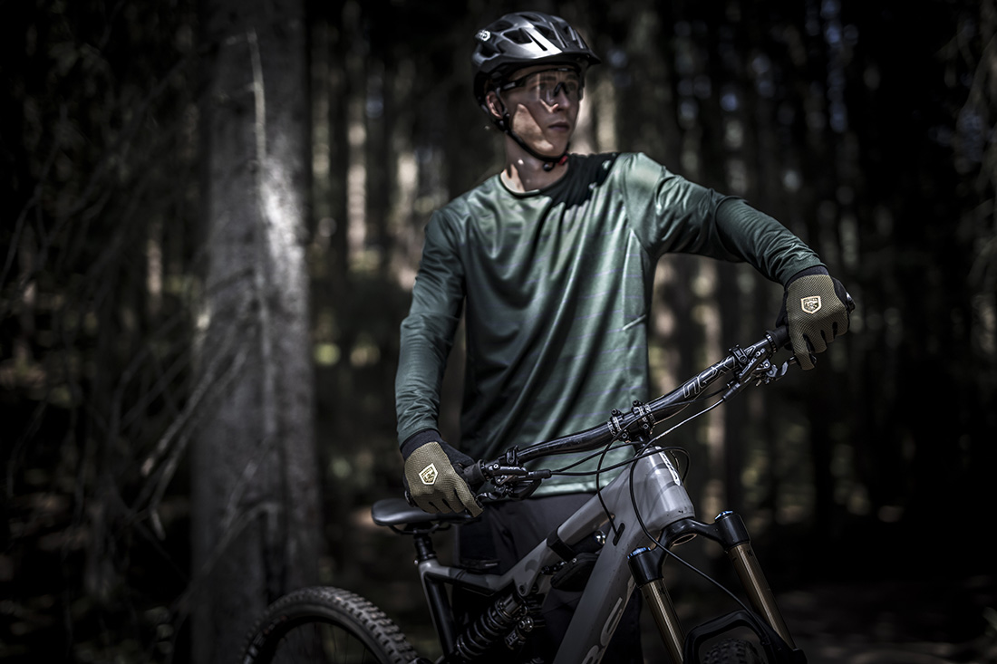 A mountain biker with Hestra gloves
